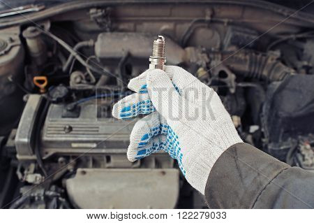 A new spark plug - in hand