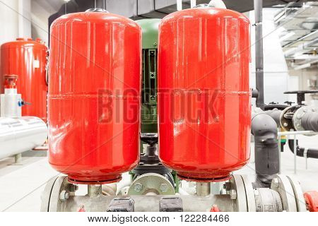 expansion tank for water pressure with a water pump