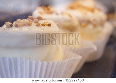 White chocolate cupcakes with almonds. No sugar free
