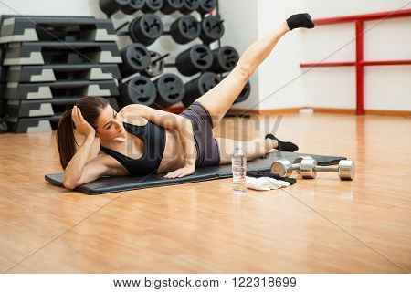 Young Woman Doing Side Crunches At The Gym