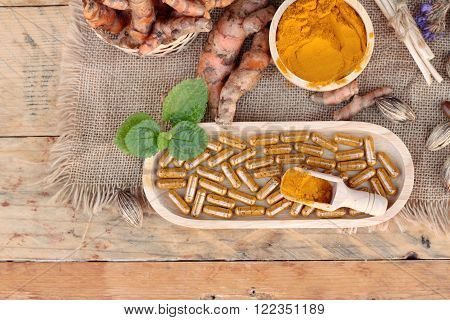 Turmeric powder with tumeric capsules for health