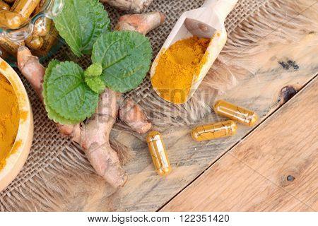 Turmeric powder with tumeric capsules for health