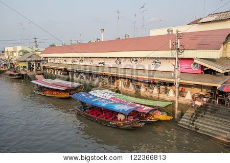 AMPHAWA, THAILAND -13 MAR 2016 : Amphawa floating market in the evening, It is famous floating market and tourist destination in Samut Songkhram province Thailand