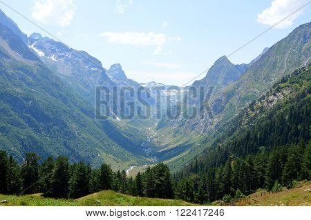 Mountain Gorge, Valley