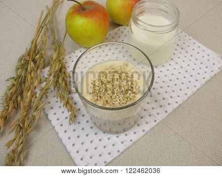Homemade Overnight Oats with yogurt and apple