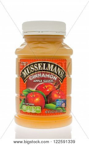 Winneconne WI - 18 Nov 2015: A jar of Musselman's applesauce in cinnamon flavor.