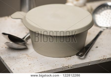 Beige Flat Bottom Soup Bowl With Cover