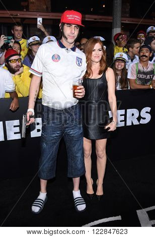 LOS ANGELES - MAR 03:  Sacha Baron Cohen & Isla Fisher arrives to the