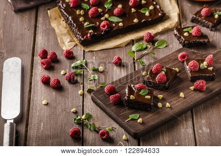 chocolate brownies with mint raspberry and white chocolate