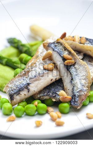 herring with green asparagus and peas