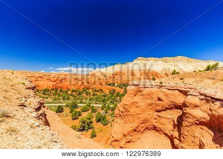 Redrock hoodoos an unsurpassed views make this one of the most popular trails in the Basin State Park.