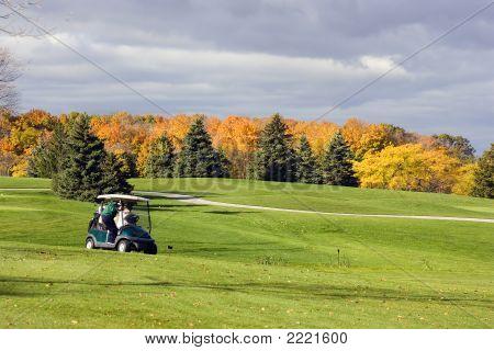 Jogadores de golfe sênior no Outono