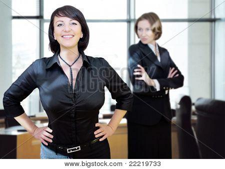 young women-businessteam