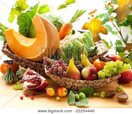 Stillleben mit Herbst Gemüse und Obst