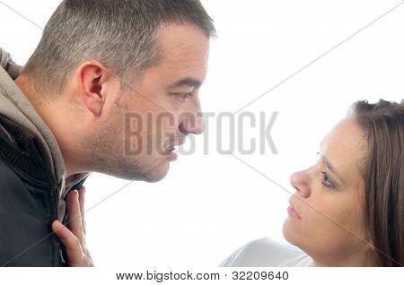 Mulheres abusando de homem violento