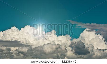 Beautyful Sunny And Cloudy Blue Sky