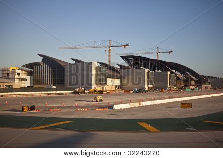 LOS ANGELES, CA - 14 de abril: LAX s 1,4 bilhões dólar Bradley International Terminal expansão proj
