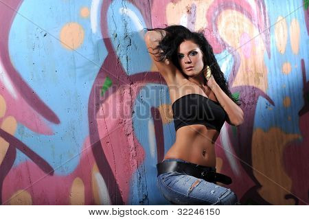 Brunette Against Graffiti