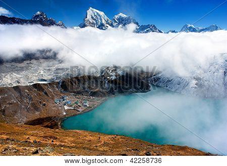Dudh Pokhari lake, Gokyo, Arakam Tse peak, Chola Tse peak and Ngozumba glacier - way to Cho Oyu base