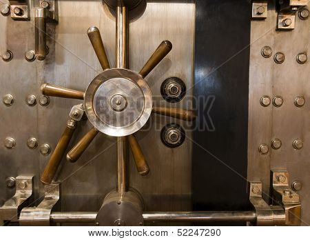 Huge Inpenetrable Vintage Bank Vault Massive Handle Combination Dial Lock