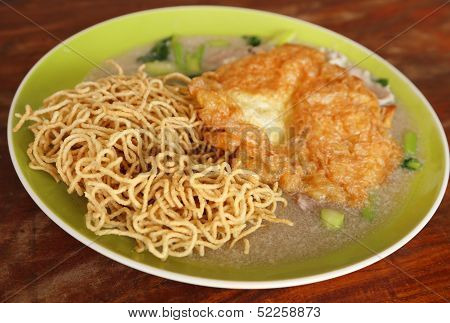 Crispy Fried Noodles With Omelet