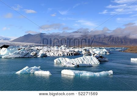jokulsarlan lagoon with icebergs