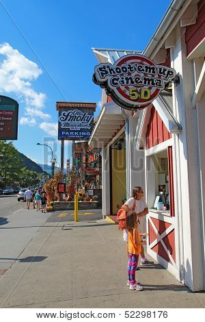 Tourists At Businesses On The Main Road Through Gatlinburg, Tennessee