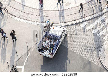 Van For Garbadge Disposal