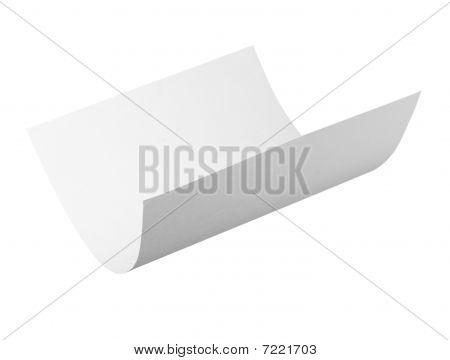 Papel en blanco de enrollamiento volando en el viento