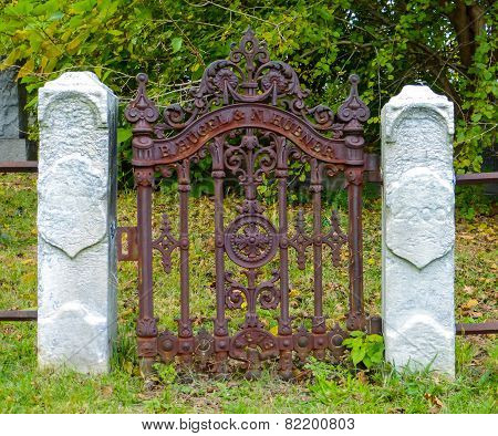Gate To Nowhere
