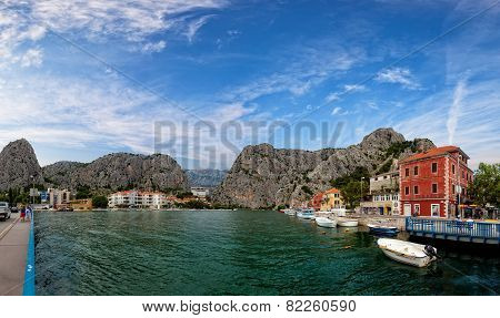 Omis A Small Tourist Town In Dalmatia