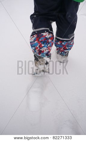 Child´s feet and snow in winter