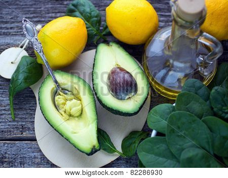 avocado, spinach and lemons