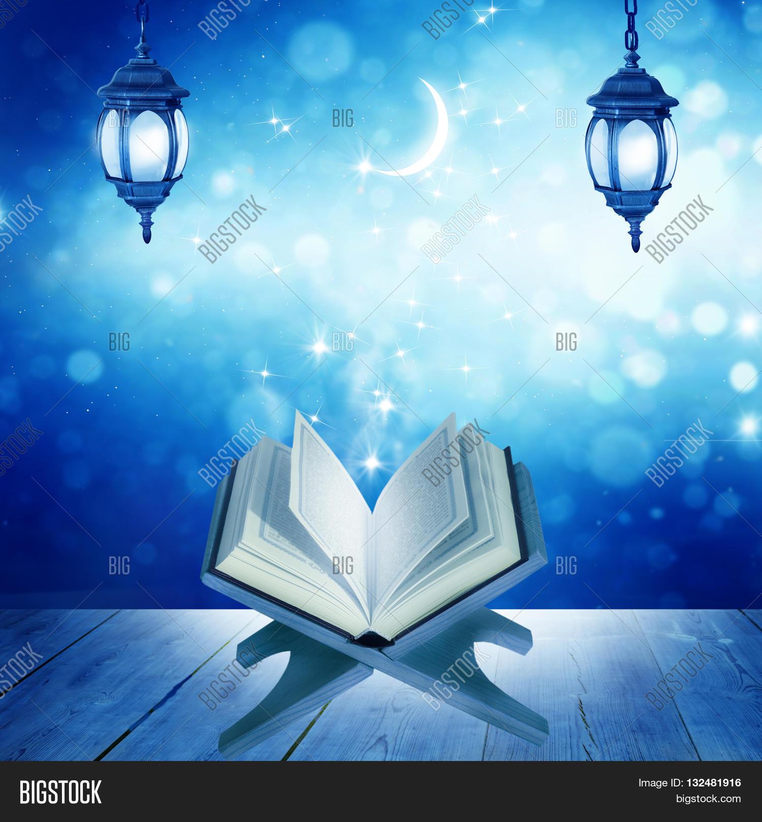 Citaten Quran Gratis : Ramadan kareem background quran on image photo bigstock