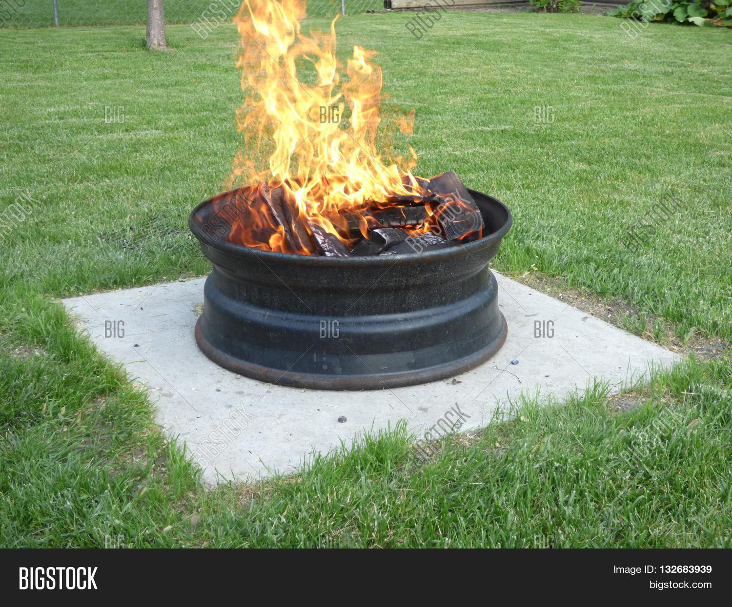 A Backyard Fire Pit Sitting On Concrete Slab I Made From A