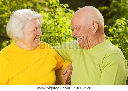 Happy senior Couple im freien