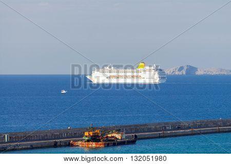 Two-kilometer stone breakwater protecting harbor of Heraklion.