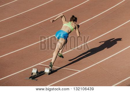 start women athletes from starting blocks in stadium