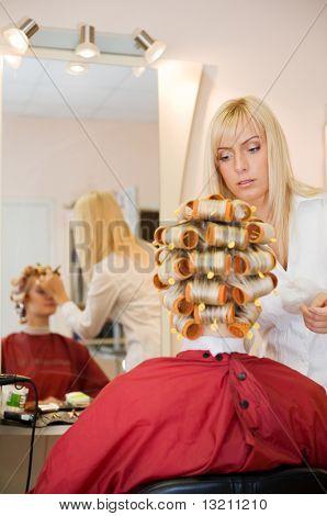 Junge Frau im Beauty-salon