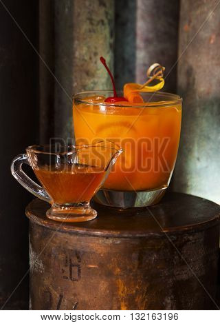 Golden Sour alcohol coctail tropic and brite made of scotch whiskey mango puree hohey syrup egg white and lime juice