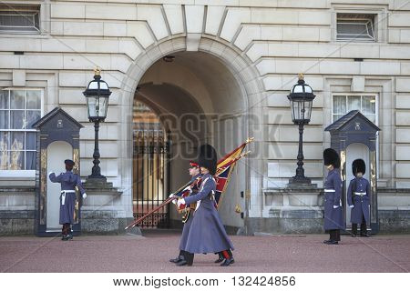 London, United, Kingdom, -, November, 5, 2012:, Changing, guard, ceremony, Buckingham, palace, old, traditional, way, England