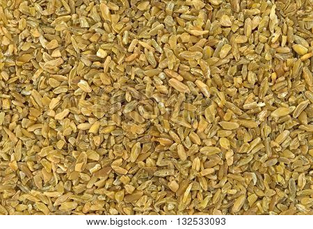A very close view of cracked freekeh grain.