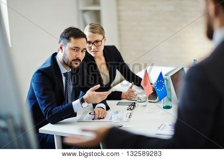 Discussing delegate