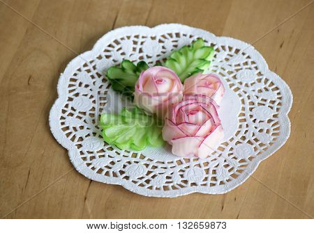 roses and leaves made with butter and sugar, colored to decorate cakes.