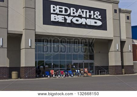 Indianapolis - Circa June 2016: Bed Bath & Beyond Retail Location. Bed Bath & Beyond is a Chain with a Varied Selection of Home Goods II