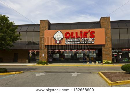 Indianapolis - Circa June 2016: Ollie's Bargain Outlet. Ollie's Carries a Wide Range of Closeout Merchandise I