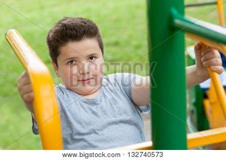fat boy trains on the simulator in the park