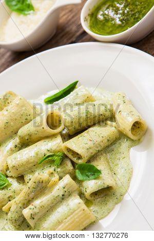 rigatoni with pesto sauce and gorgonzola cheese
