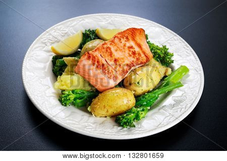 Pan fried Salmon Served with potatoes and tenderstem broccoli