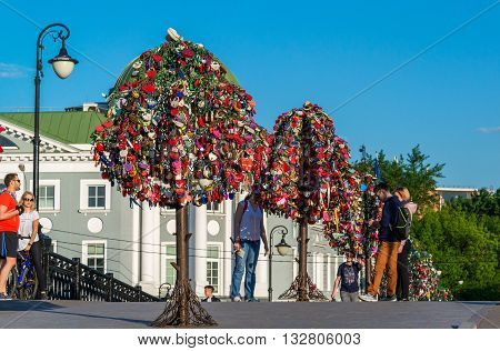 MOSCOW, RUSSIA - 21.09.2015. Trees with locks of lovers on a trees at Tretyakovsky bridge
